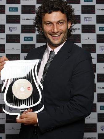 Jonas Kaufman with his award