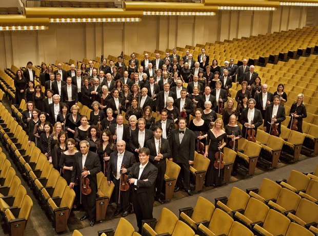 NY Phil standing with Music Director Alan Gilbert