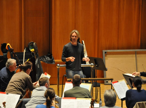 eric whitacre takes an orchestral rehearsal
