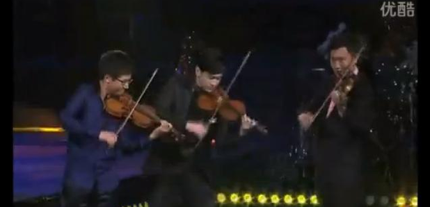 Chinese violinists perform new version of 'Gangnam