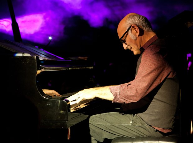 Einaudi London Yellow Lounge