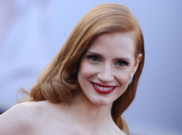 Jessica Chastain attends the Oscars 2013