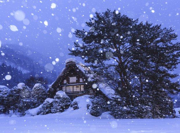 Winter scene cottage