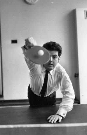Daniel Barenboim playing ping-pong